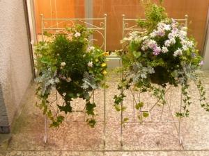 駅前できれいな花がお出迎え