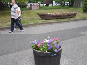 樽盛りや船盛りの花々
