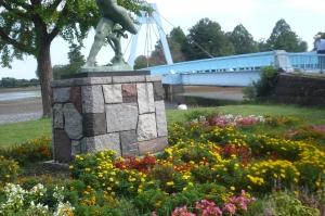水元大橋をのぞむ花園